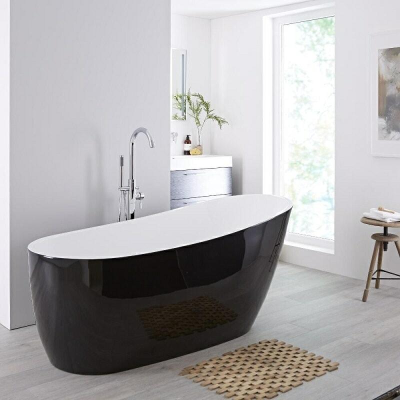 Bañera Exenta en color Negro en estilo moderno.