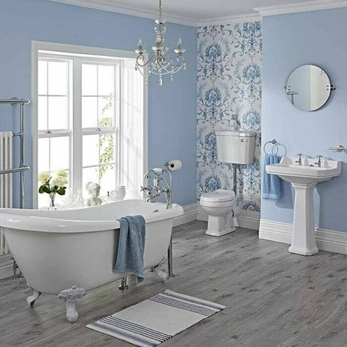 Conjunto de Diseño Tradicional, incluye la bañera, el inodoro y lavabo.