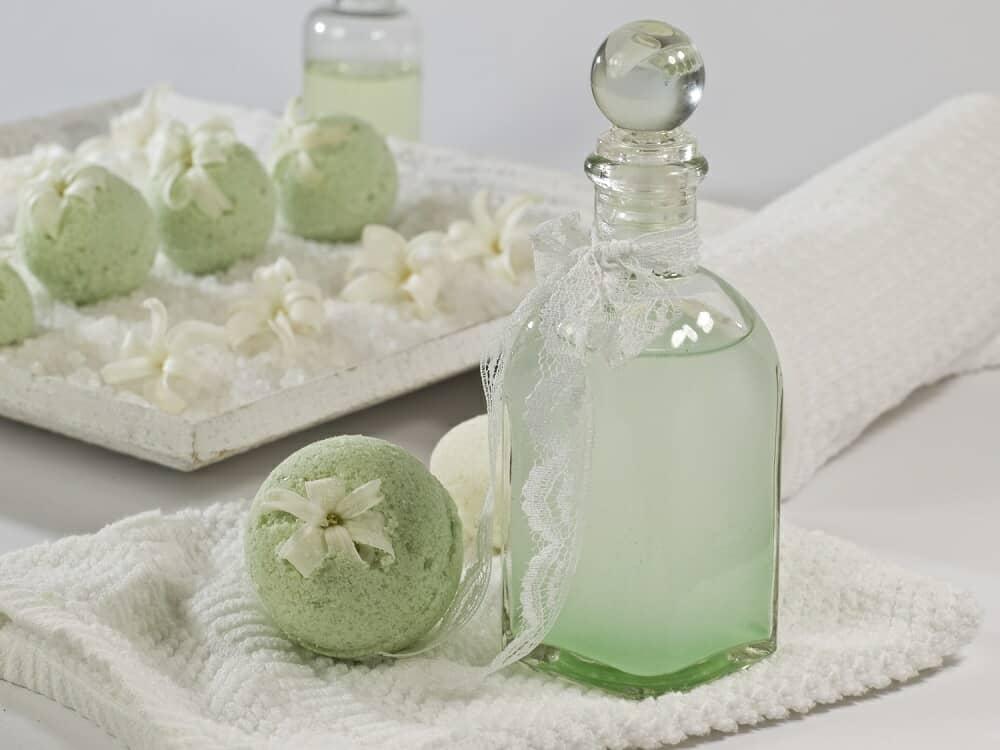 Bomba para baño en color verde.