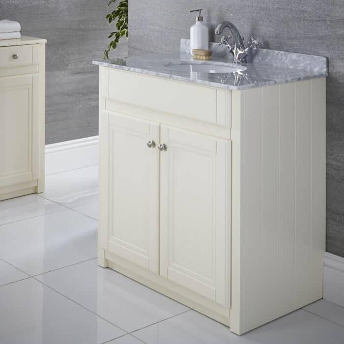 Unidad de mueble de baño con un lavabo encastrado o empotrado.